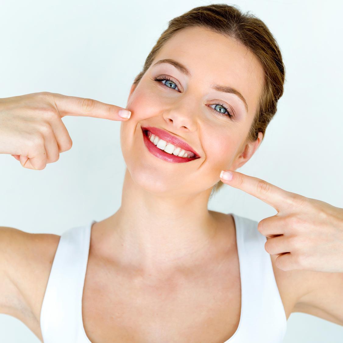 Uniesienie kącików ust